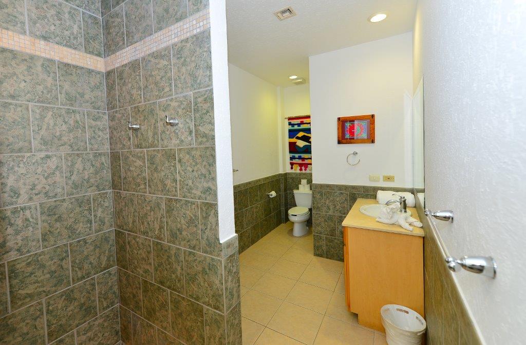 Cozumel Villa Coralina Gest Bathroom 1